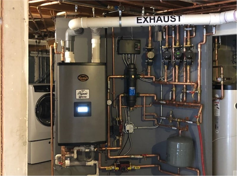 Hydronic (hot water) boiler